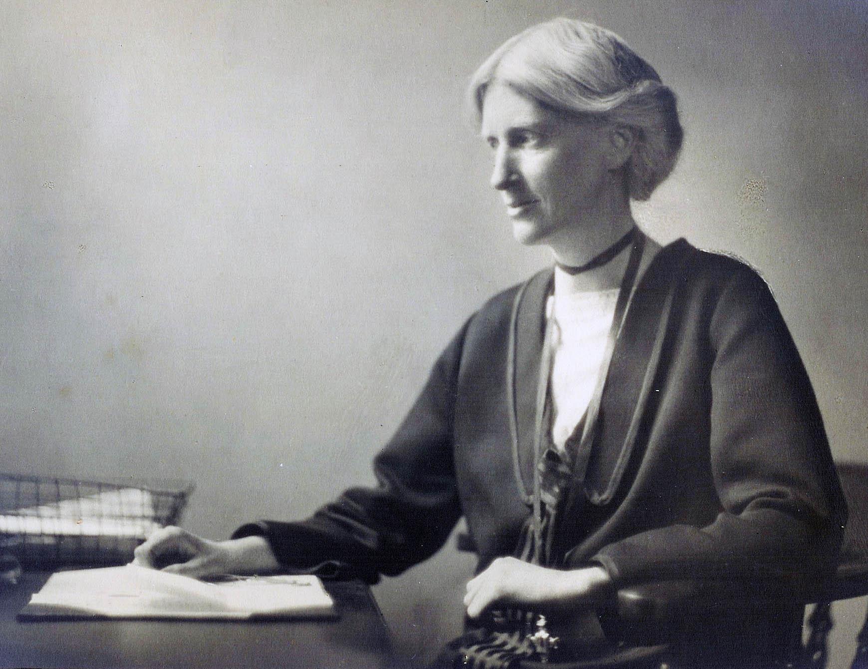 Eglantyne Jebb var den som grundade Rädda Barnen 1919  Eglantyne Jebb founded Save the Children in 1919